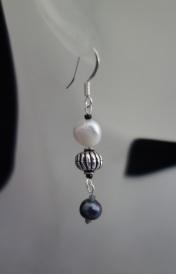 blackwhite metal pearl earrings