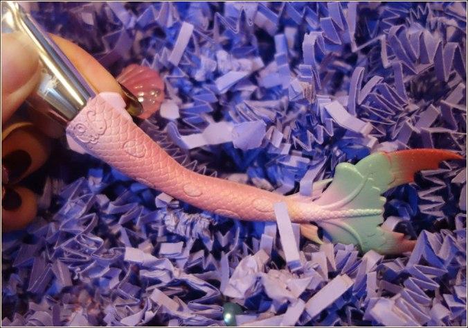 unicorn-cosmetics-bubbles-mermaid-fan-brush-3
