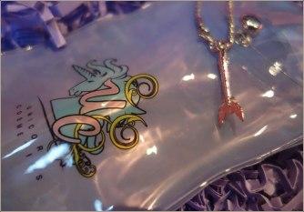 unicorn-cosmetics-bubbles-mermaid-fan-brush-8