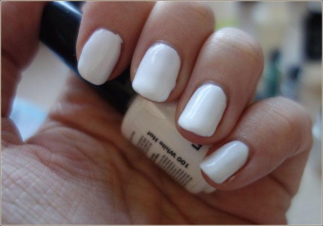 cute-pastel-unicorn-nail-art-2