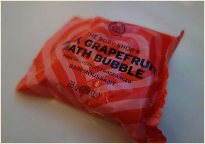 the-body-shop-bath-bubble-solid-bubble-bath-pink-grapefruit-1