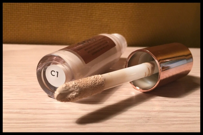 An image showing a close up of the applicator for the concealer with the product on it