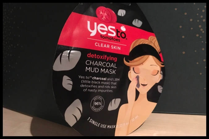 The front f the Yes to Tomatoes Detoxifying Charcoal mud mask sachet