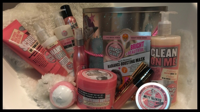 A photo of the large Soap and Glory gift set Boots sold this Christmas. Around the outside of the tin is a range of bath and body products.